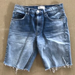 Zara relaxed fit denim shorts. Super on trend!